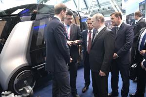 Путин осмотрел беспилотный «Шатл»