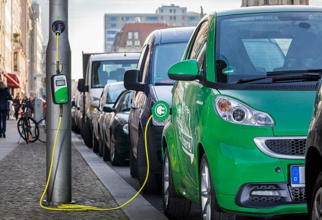 Электромобили зарядят от фонарных столбов