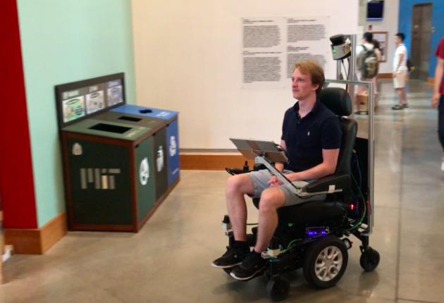 Ученые показали беспилотное кресло-коляску