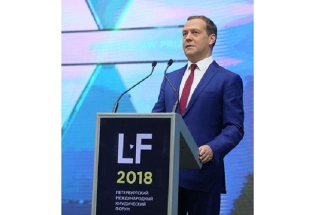 Медведев: регулированиебеспилотников появится в течение года
