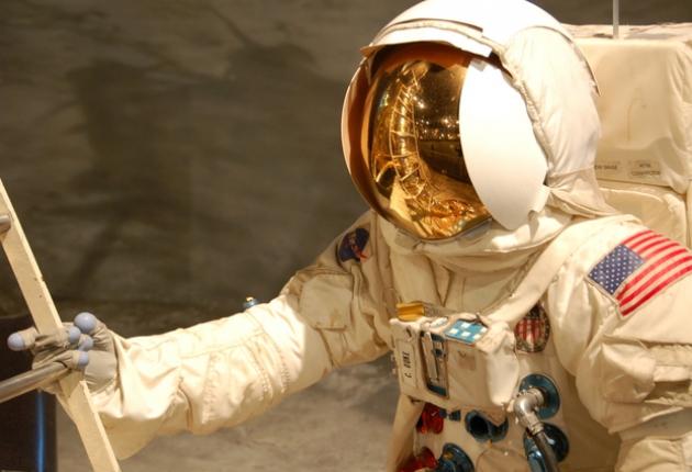 Apple подключает космических инженеров
