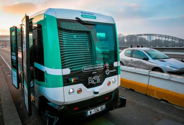 В Париже  поехали автобусы-роботы