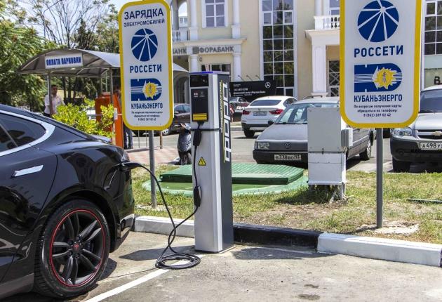 На трассах РФ появятся зарядки для электромобилей