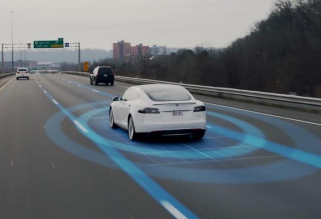 Автопилот Tesla угрожает велосипедистам
