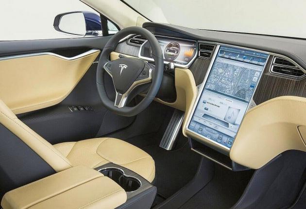 Беспилотный Tesla попал в ДТП